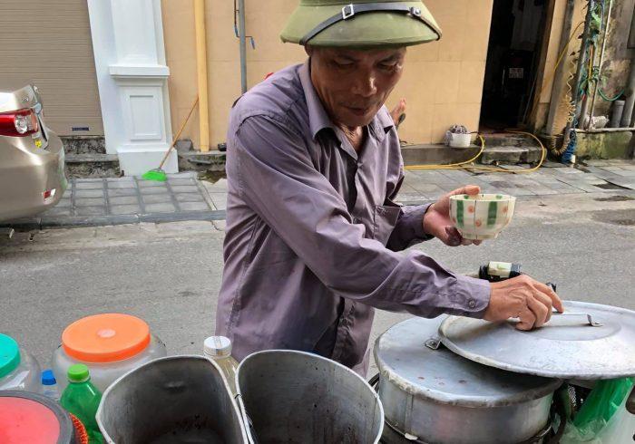 [Review] - Bác bán chè quanh khu vực Hoàn Kiếm, chè đỗ đen và tào phớ 4