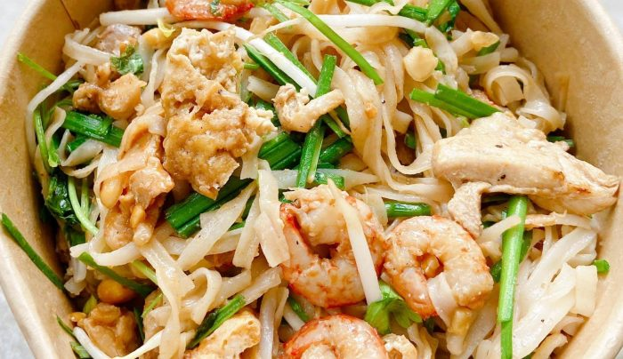 [Review] - Pad Thai và xíu mại, bánh mì pate của Tiệm ăn Phúc, Hàng Phèn 50