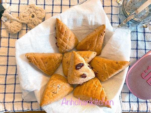 Cách làm Bánh Scone bột nguyên cám nho khô hạnh nhân 4