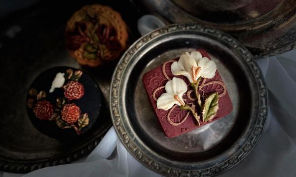 Bánh Trung Thu phong cách hoa hiện đại, đẹp xuất sắc 7
