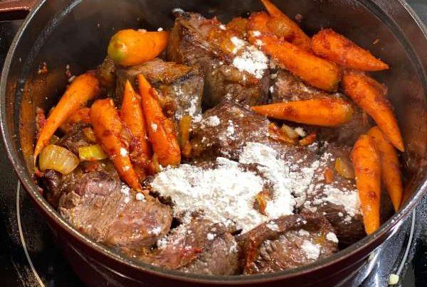 Cách làm món Beef bourguignon - Bò hầm vang đỏ 1