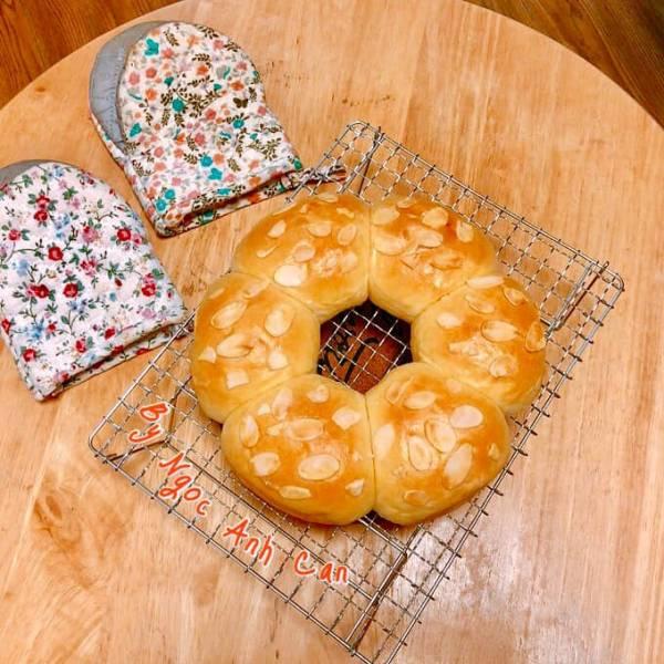 [Công Thức] Cách làm Bánh mì sữa Nhật Bản siêu mềm thơm, nhồi tay nhanh, dễ 3