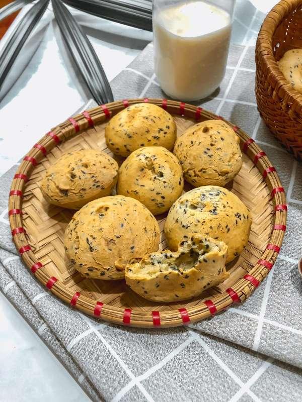 Cách làm Bánh Mì Mè Đen Hàn Quốc - bên trong dẻo như mochi, bên ngoài giòn tan 2