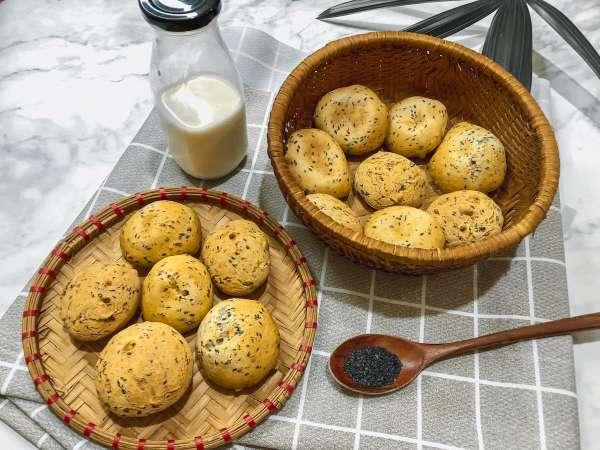 Cách làm Bánh Mì Mè Đen Hàn Quốc - bên trong dẻo như mochi, bên ngoài giòn tan 52