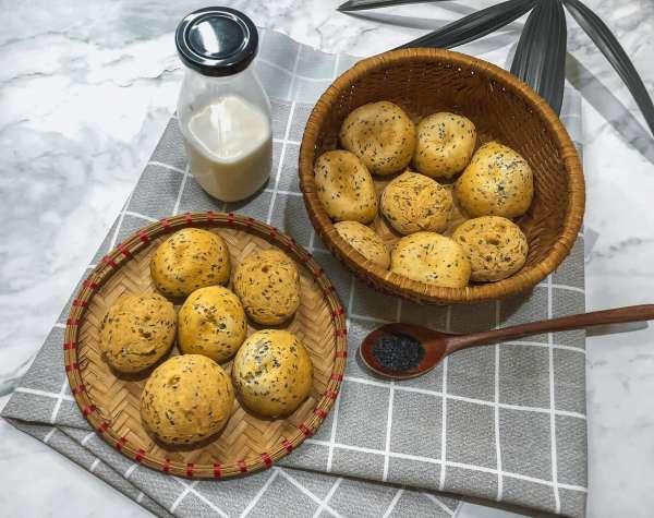 Cách làm Bánh Mì Mè Đen Hàn Quốc - bên trong dẻo như mochi, bên ngoài giòn tan 7