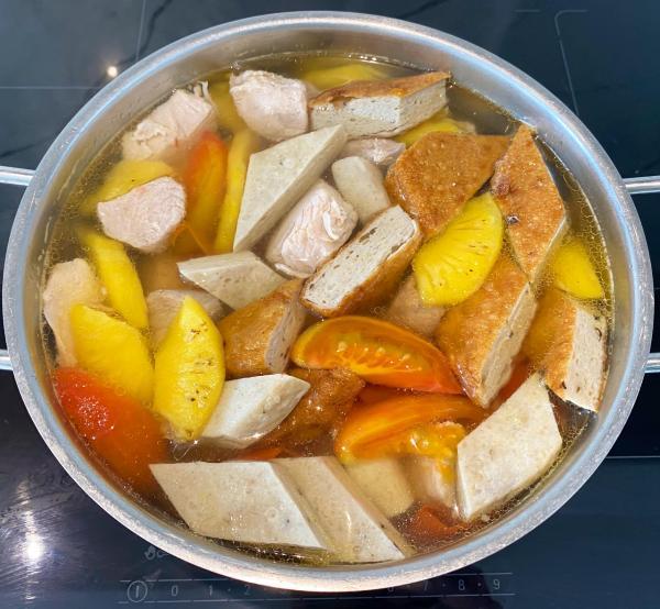 Cách làm Bún Cá tại nhà, Nước dùng trong vắt chua nhẹ 4