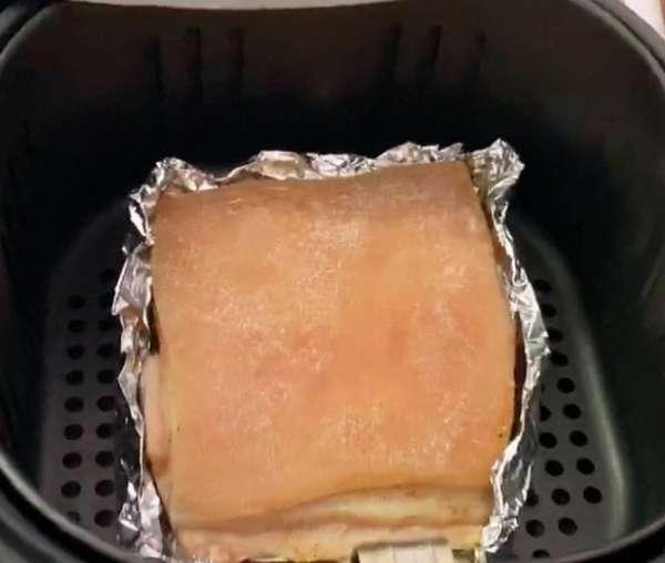 [Công Thức] Cách làm Thịt Heo Quay giòn rụm với nồi chiên không dầu 6