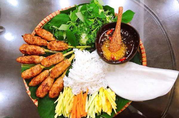 Cách làm món Nem Lụi tại nhà - Nem Lụi kèm cuốn bánh đa, bún, rau các kiểu 8