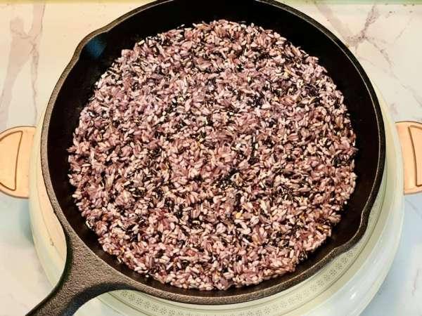 Cách nấu sữa gạo rang tại nhà đơn giản, thơm mát, bổ dưỡng 5