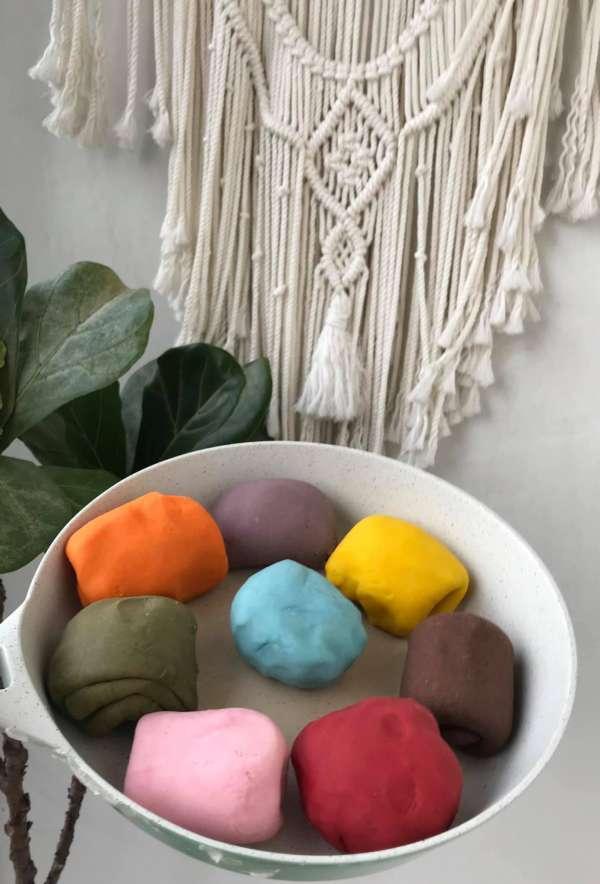 Cách tự làm ĐẤT NẶN ở nhà cho con chơi, an toàn xịn sò, đủ màu sắc 2