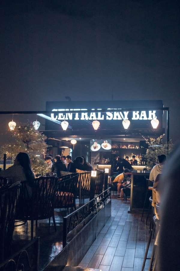 [Review] - CENTRAL SKY BAR - Chill cuối tuần với sky bar ngắm Hồ Guơm 2