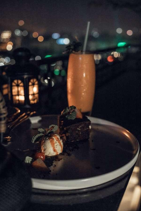 [Review] - CENTRAL SKY BAR - Chill cuối tuần với sky bar ngắm Hồ Guơm 4