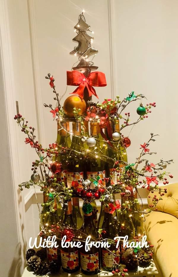 Làm Cây thông Noel từ 20 Vỏ Chai Rượu Vang 2