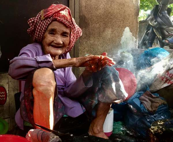 Review - MÓN BÁNH KẸP 1K của bà lão 95 tuổi 57