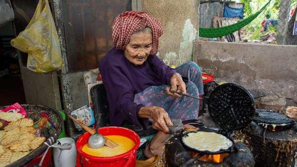 Review - MÓN BÁNH KẸP 1K của bà lão 95 tuổi 5