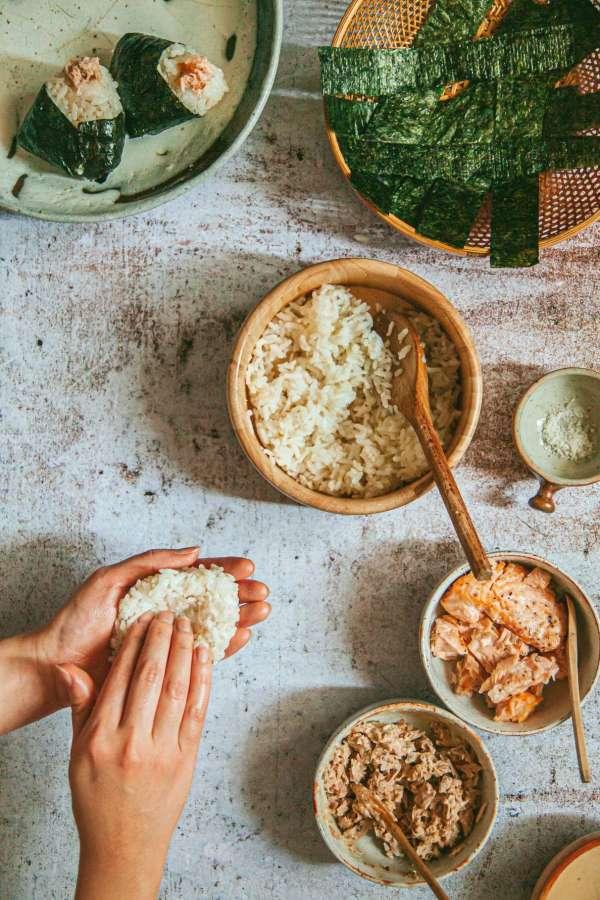 Cách làm Món cơm nắm cá và tempura rau củ 6