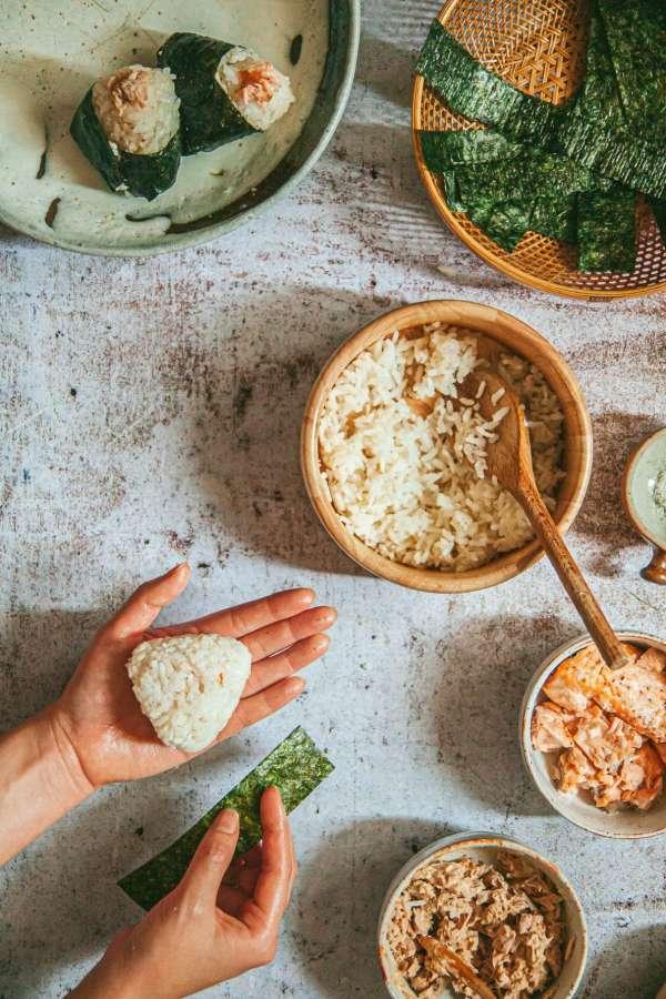 Cách làm Món cơm nắm cá và tempura rau củ 8