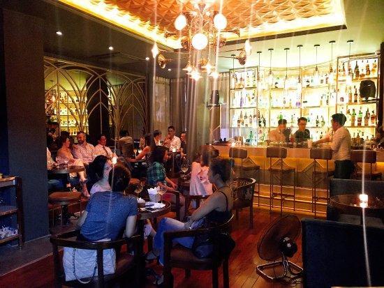 Top Địa chỉ các quán Rượu, Bar để hẹn hò, yêu đương 9