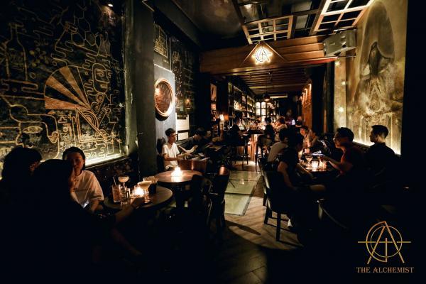 Top Địa chỉ các quán Rượu, Bar để hẹn hò, yêu đương 6