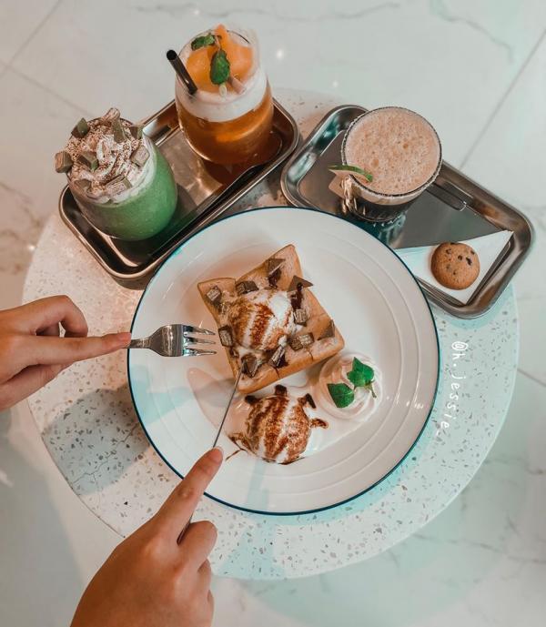 [Review Paleta Cafe] - QUÁN CAFE TONE TRẮNG XÁM Ở MINH KHAI 3