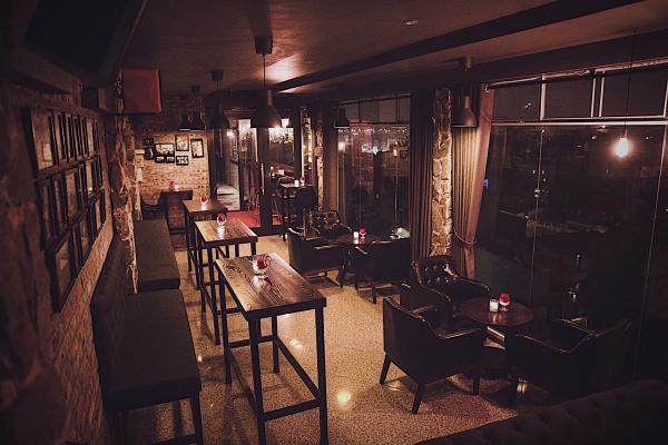 Top Địa chỉ các quán Rượu, Bar để hẹn hò, yêu đương 7