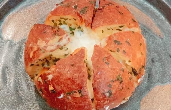 [Review] - Tiramisu thơm mềm & Bánh mì phomai bơ tỏi béo ngậy 57