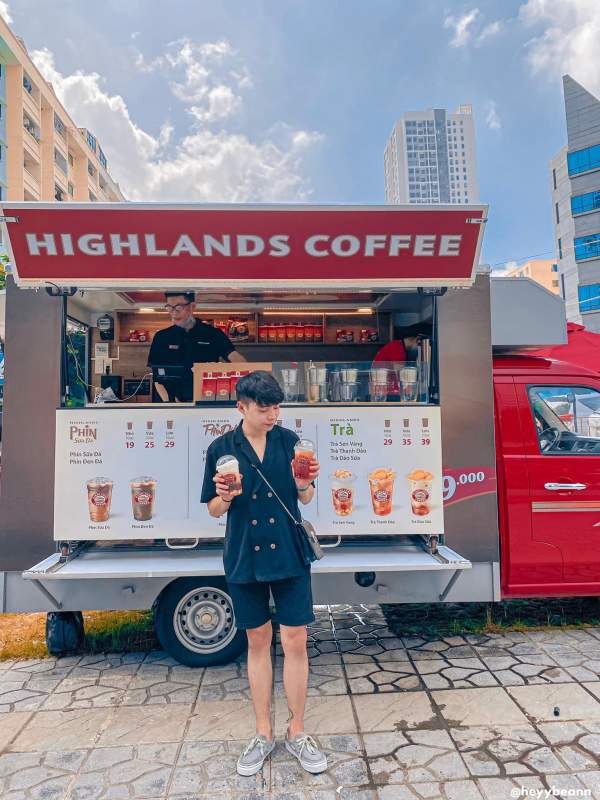 [Review] - Check in Xe Highland Coffee sống ảo - Xe Cafe di động 4