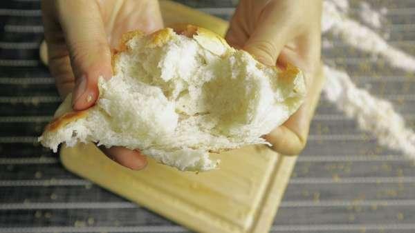 Cách làm Bánh Mì ngọt không cần lò nướng, món ngon dễ làm 3