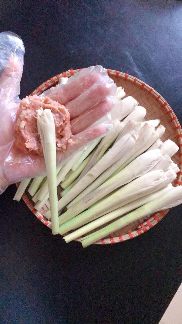 Cách làm món Nem Lụi tại nhà - Nem Lụi kèm cuốn bánh đa, bún, rau các kiểu 3